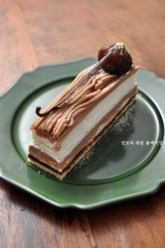 몽블랑(Mont Blanc) 케이크 : 네이버 블로그 Mont Blanc Cake, Coffee Bread, Vanilla Sponge Cake, French Pastries, Fabulous Foods, No Bake Cake, Cake Recipes, Sweet Tooth, Tasty