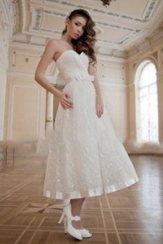 Lace-ornamented Engaging Organza Tea-length Wedding Dress
