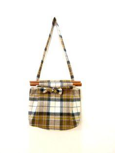 Vintage Plaid Purse / Bermuda Bag / Wood Handle Purse / Wool handbag / Small Shoulder Bag