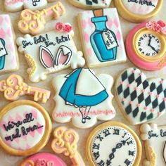 Love Wedding Cakes Sweet-T-cakeS - Alice in Wonderland Decorated Cookies Alice In Wonderland Tea Party Birthday, Alice In Wonderland Cakes, Alice Tea Party, Wonderland Party, Alice In Wonderland Rabbit, Fancy Cookies, Cute Cookies, Disney Cookies, Baby Shower Cake Pops