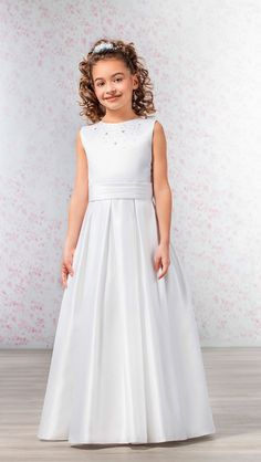 Skirt with box-pleats and charming floral beading on bodice - a new look for Emmerling! (ANDREA)