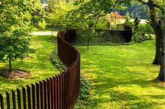 This time I'm gonna show you some galleries featuring a bewildering variety of modern fence design for your front and backyards. The major reason of this modern fence design is to get a privacy purpose, with zero gap and extra height tops. Wood Fence Design, Modern Fence Design, Privacy Fence Designs, Hortensia Annabelle, Concrete Footings, Steel Fence, Corten Steel, Fence Styles, Diy Fence