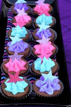 Rock star party food - star cupcakes - lots of ideas at site Star Cupcakes, Cute Cupcakes, Cupcake Cakes, Neon Cupcakes, Sparkle Cupcakes, Themed Cupcakes, Rockstar Party, Rockstar Birthday, Pink Birthday