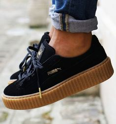 Tendance Chausseurs Femme 2017 Black Rihanna for Puma Creeper Sneakers With a Platform Sole.