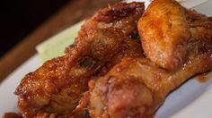 Udělejte si křupavá kuřecí křidélka ve sladko-pálivé omáčce