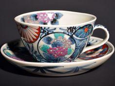 【献上手古伊万里焼】コーヒーカップ 染錦鞠紋花図の写真1 Coffee Set, Coffee Cups, Tea Cups, Tea Set, The Creator, Pottery, Ceramics, Tableware, Glass