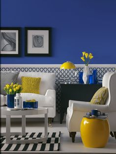 Black Dining Room Decor ideas - What is a good color for a dining room? Black Dining Room Decor ideas - How do I update my traditional dining room? Blue And Yellow Living Room, Blue Living Room Decor, Yellow Home Decor, Living Room White, Blue Rooms, My Living Room, Living Room Designs, Cottage Living, Living Area