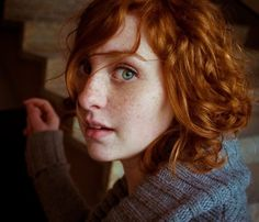 Beautiful red hair and wonderful freckles. I married a girl with a lot of freckles, so I definitely like them (don't worry admirers, we're far from exclusive)! Red Freckles, Redheads Freckles, Gorgeous Eyes, Beautiful Redhead, Beautiful Freckles, Beautiful Mind, Short Red Hair, Short Hair Styles, Ginger Girls