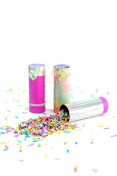 Party Hack: Reusable Confetti Poppers - The Confetti Bar Confetti Bars, Confetti Poppers, Diy Confetti, Party Hacks, Party Ideas, Diy Tumblr, Party Drinks, Party Favors, Diy Party Poppers