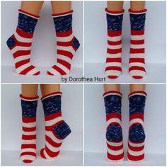 Knit Ankle Socks Free Pattern Design slippersjoin yarn with russian join : Simply Croozy Catz Socks pattern by Judy Kenn Diy Knitting Socks, Crochet Socks, Knitted Slippers, Knit Crochet, Lots Of Socks, Knitting Accessories, Drops Design, Ankle Socks, Baby Booties