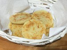 Tostadas saborizadas Receta de martalhanna - Cookpad Snack Recipes, Snacks, Chips, Bread, Tortillas, Food, Chicken Liver Pate, Tostada Recipes, Drink Recipes