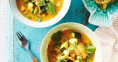 Pakastekalasta valmistettu kalacurry on todellinen arjen pelastaja! Intialaishenkinen herkku saa pehmeyttä kookoksesta ja rakennetta kesäkurpitsasta ja pavuista Thai Red Curry, Chili, Fish, Ethnic Recipes, Turmeric, Chile, Pisces, Chilis