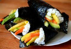 Temaki http://novivedeensalada.wordpress.com/2013/11/25/temaki-o-sushi-para-dias-de-fiaca/
