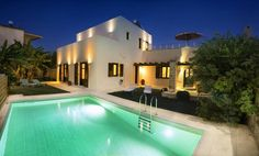 Top Villas in Crete | Argiro Villa | Seductive white painted villa is very popular among the couples. Very romantic place. Only 4 minutes walk from the beach. | thetripjunkie.com