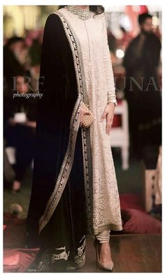 Pakistani Formal Dresses, Pakistani Fashion Party Wear, Pakistani Wedding Outfits, Indian Gowns Dresses, Indian Fashion Dresses, Pakistani Dress Design, Shadi Dresses, Pakistani Couture, Indian Couture