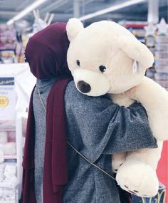 Discovered by Find images and videos about teddy bear, حجاب and hijab fashion on We Heart It - the app to get lost in what you love. Niqab Fashion, Modern Hijab Fashion, Cute Muslim Couples, Muslim Girls, Hijabi Girl, Girl Hijab, Cute Girl Poses, Cute Girl Photo, Chicas Dpz