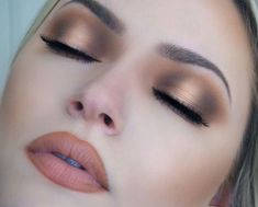 Isn't this halo eyes makeup look stunning? #makeupforhoodedeyes #eyemakeup #hoodedeyes #beauty #healthylifestyle #fashion #makeup More of this here > http://itsallaboutmakeups.com/simple-eye-makeup-for-hooded-eyes/