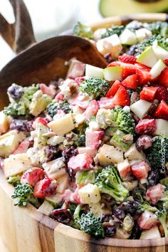 Strawberry Broccoli Salad with Creamy Poppy Seed Dressing | http://www.carlsbadcravings.com/strawberry-broccoli-salad-with-creamy-poppy-seed-dressing/