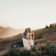 Outdoor Family Photography, Outdoor Family Photos, Fall Family Pictures, Family Picture Poses, Lifestyle Photography, Children Photography, Photography Poses, Family Pics, Family Posing