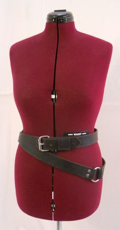 This Double Wrap sword belt is made from high quality belt leather dyed a deep black. Perfect to offset any costume or carry your pistol or sword