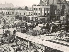 The Victory pub in Commercial Road after a bombing raid 1941 Old London, East London, Vintage London, London History, British History, Old Pictures, Old Photos, Vintage Photos, London Bombings