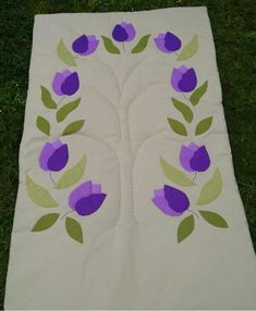 Applique Designs, Table Runners, Elsa, Diy And Crafts, Patches, Scrappy Quilts, Ideas, Fabric Rug, Bed Covers
