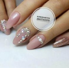 The advantage of the gel is that it allows you to enjoy your French manicure for a long time. There are four different ways to make a French manicure on gel nails. Swarovski Nails, Crystal Nails, Rhinestone Nails, Bride Nails, Wedding Nails, French Nails, Gorgeous Nails, Pretty Nails, Diamante Nails