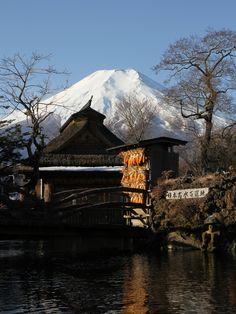 Springs of Mt. Fuji, Japan © pochi 忍野八海