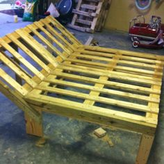 Double lounger made with recycled pallets = totally free!  I would make this for outdoor furniture and make a mattress for it with outdoor fabric.