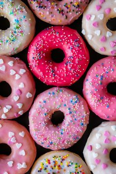 that know how to PARTY. Has anyone ever made homemade donuts? We're betting that these donuts were pretty fun to decorate!Donuts that know how to PARTY. Has anyone ever made homemade donuts? We're betting that these donuts were pretty fun to decorate! Homemade Donut Glaze, Homemade Donuts, Cute Food, Yummy Food, Delicious Donuts, Delicious Desserts, Making Donuts, Food Wallpaper, Fashion Wallpaper