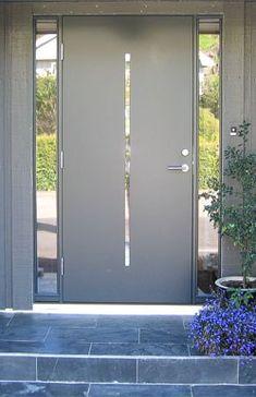 Inngangsdør med sidefelt