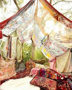 Ultra-Grounded Inspiration ⚡️ If a tent isn't for you today, what about some floor pillows, textures, patterns that feel like the power of nature?! ) (: tumblr) #livewithlove #fengshui #interiors #inspiration #boho #highvibes #goodvibesonly #yes...