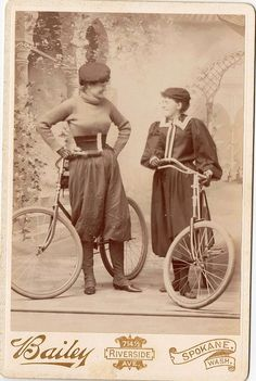 ladies in bloomers.typical bicycle wear for that time period Velo Vintage, Vintage Cycles, Vintage Bikes, Vintage Cars, Antique Photos, Old Photos, Vintage Photos, Old Bicycle, Bicycle Girl