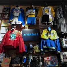 Alles Riverdale // Offizielle Kleidung und Accessoires von Riverdale – All Riverdale // Official clothing and accessories from Riverdale Riverdale Shirts, Bughead Riverdale, Riverdale Funny, Riverdale Poster, Riverdale Quotes, Hot Topic Shirts, Hot Topic Clothes, Hot Topic Dresses, Tumblr Outfits