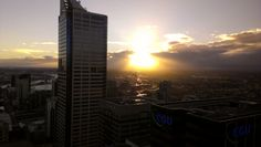 Sam signing off a successful seminar at Servcorp with a beautiful sunset.    Want a Free webinar with Sam?