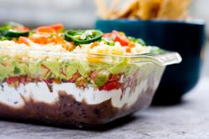 No Face Plate: So what if I just discovered homemade 7 layer dip? 5 Layer Bean Dip, Layered Bean Dip, Mexican Dishes, Mexican Food Recipes, Vegetarian Recipes, Yummy Appetizers, Appetizer Recipes, Dip Recetas, Bean Dip Recipes