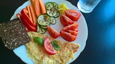 FROKOST: Oste-omelet med grøntsager. Opskrift: Egen