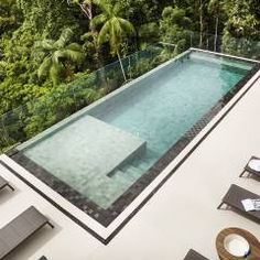 When You Should Use Patio Furniture Covers - Rugs Layout Ideas. Luxury Swimming Pools, Luxury Pools, Swimming Pool Designs, Build Your Own Pool, Pool Finishes, Swiming Pool, Flagstone Patio, Modern Pools, Small Backyard Pools