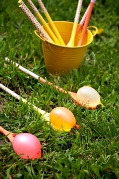 "Water Egg on a Spoon – Forget that egg on a stick race (yuck, all that yoke to clean up! Opt instead for ""egg"" water balloons when organizing this Easter's team races. Easter with Kids Water Balloon Games, Balloon Ideas, Balloon Race, Balloon Games For Kids, Outside Games For Kids, Egg And Spoon Race, Diy Ostern, Easter Party, Easter Table"