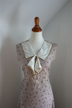 1930s 'Dust Bowl Daisies' Brown White Printed Cotton Day Dress