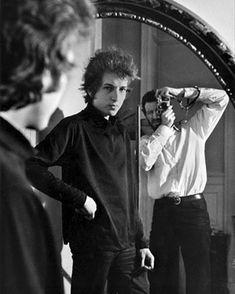 El arte es el perpetuo movimiento de la ilusión. Bob Dylan. Bruce Springsteen dijo en una ocasión ... Frank Sinatra le puso voz a la música Elvis Presley el cuerpo y Bob Dylan el cerebro . #bobdylan #elarte #movimientodelailusion #fashionlife #fashionstyle #fashionman   via Instagram http://ift.tt/2o3gZTh
