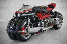 人間工学とか何も考えてなさそうなV8エンジン4輪バイク 1