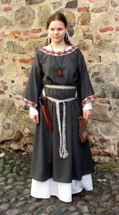 Woman's Anglo Saxon dress (from the origional website:) This dress is entirely hand sewn. The underdress is linen, the overdress is woolen. The belt is tablet wowen in linen. The pouch is of wool, with an embroidered beast from the Bayeaux tapestry (woolen threads in natural colors and hibiscus).