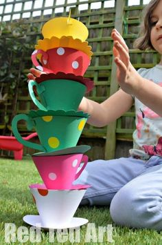 Tea Party Games - Stack the cup Tea Party Theme, Tea Party Crafts, Red Party, Tea Party Games, Alice Tea Party, Tea Party Decorations, Girl Party Games, Disney Party Games, Tea Party Activities