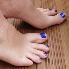Blue Toe Nails, Feet Nails, Nice Toes, Pretty Toes, Gorgeous Feet, Beautiful, Pedicure Colors, Feet Soles, Sexy Toes