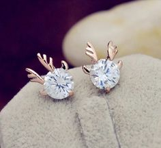 These cute stud earrings are sure to catch everyone's eye! Perfect for fall and winter!