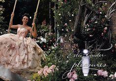Ce n'est pas récent : Fragonard a très vite inspiré les autres artistes et créateurs. Ici, une publicité pour le parfum de  Estée Lauder Pleasures - Elizabeth Hurley 1999