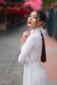 Korean Beauty Girls, Beauty Full Girl, Asian Beauty, Beautiful Vietnamese Women, Beautiful Asian Women, Vietnamese Traditional Dress, Indian Actress Photos, Curvy Girl Outfits, Fashion Photography Inspiration