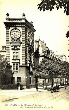 Le Ministere de la Guerre et le Boulevard Saint Germain, Paris