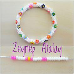 making beaded bracelets Crochet Rings, Crochet Beaded Bracelets, Bead Crochet Rope, Bead Loom Bracelets, Beaded Bracelet Patterns, Silver Bracelets, Bead Crochet Patterns, Beading Patterns Free, Seed Bead Flowers